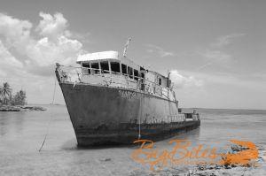 Lady-Gloria-b-and-w-Bahamas-Big-Bites-Photography.jpg